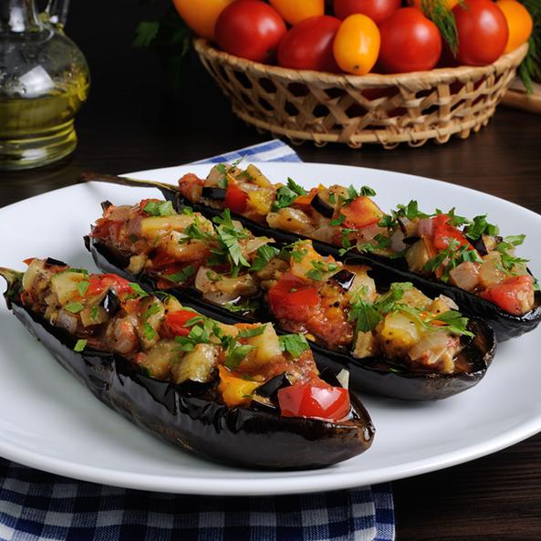 Qızardılmış badımcan, soğan və pomidordan salat
