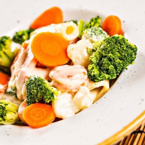 Tjestenina rigatoni sa povrćem i krem sosom