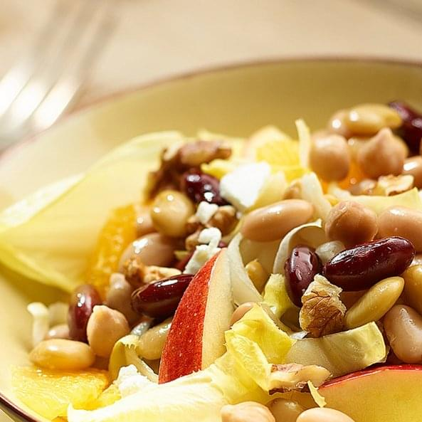 Salata s crvenim grahom, jabukom i sirom