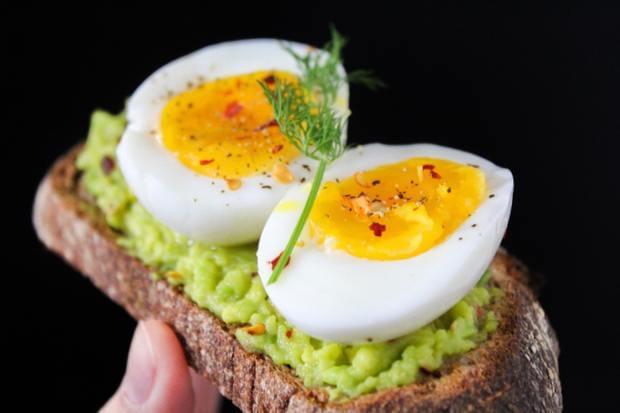 Cum poţi prepara oul fiert cu legume în reţete inovatoare