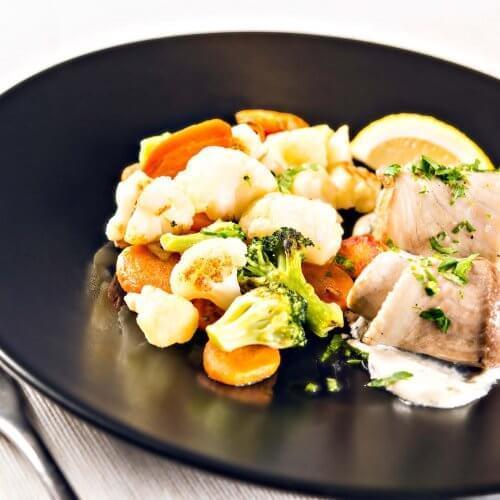 Carska salata s bijelim ribljim fileom i tartar sosom