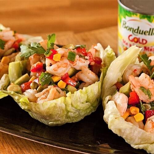 Лятна салата със скариди и авокадо