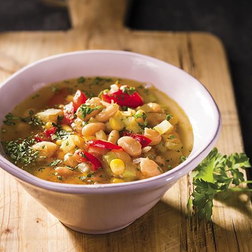 Σούπα φασολιών με πιπεριές και καλαμπόκι