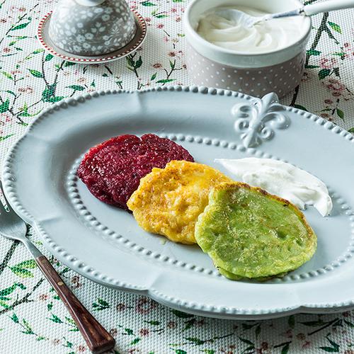 Πολύχρωμα pancakes με πατζάρι, καλαμπόκι & αρακά