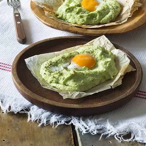 Αυγά με πουρέ μπρόκολο