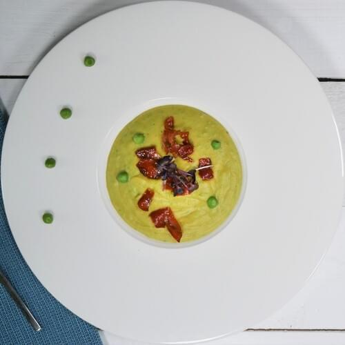 Krem juha od graška s komadićima pršuta