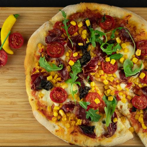 Pizza s chilli kukuruzom i buđolom (suhim vratom)