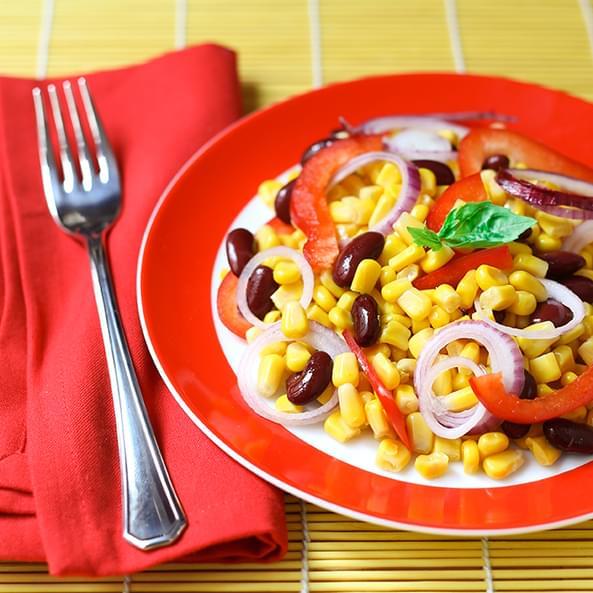 Salată ușoară cu porumb și fasole roșie