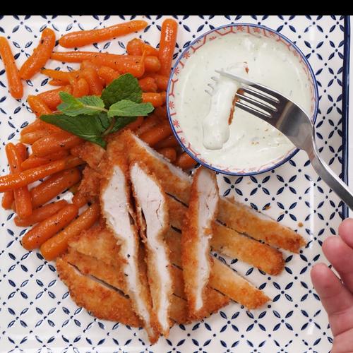 Șnițel de pui cu morcovi tineri
