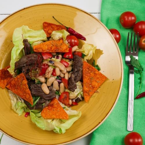 Salată cu fâșii de vită și fasole albă