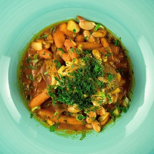 Ciorbă de fasole cu ciolan afumat și morcovi