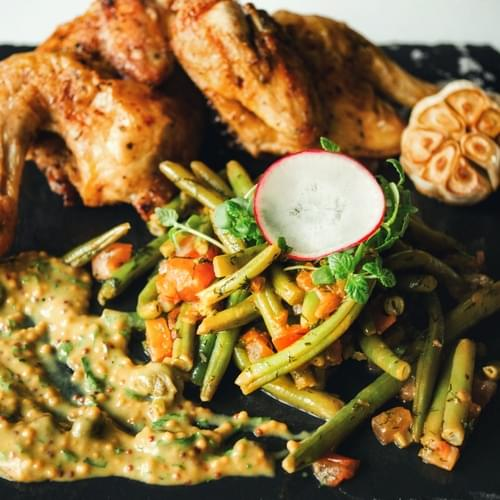 Курица с зеленой стручковой фасолью и с соусом из дижонской горчицы