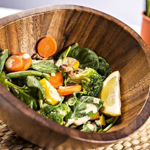 Весняний салат з горіхами